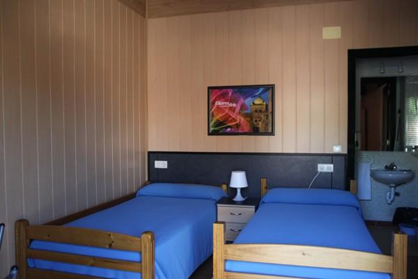 Habitaci n doble 2 camas individuales camping c ceres - Habitacion 2 camas ...
