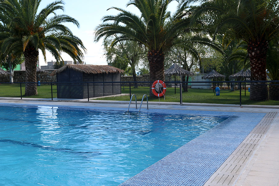 Piscinas camping c ceres for Piscinas caceres