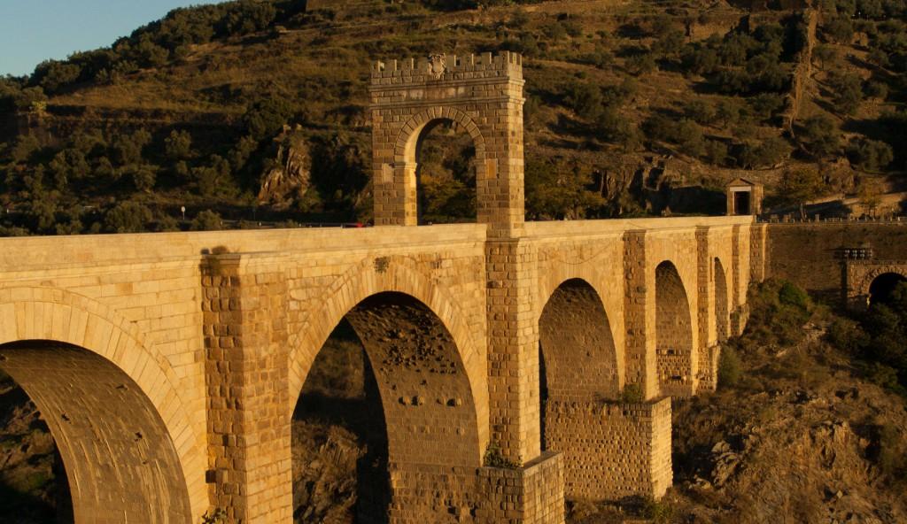 Puente de Alcántara, muy cerca de nuestro Camping Cáceres