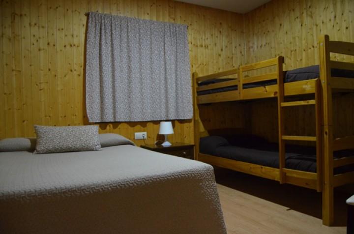 Bungalow 2 Dormitorios Cama Matrimonio - Camas Literas