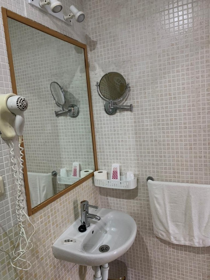 Double Rooms 2 Twins Beds - Toilet
